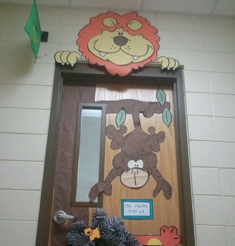 Classroom Decoration Jungle Theme ~ Т jungle on pinterest safari monkey and jungles